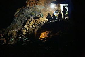 Sập mỏ vàng ở Hòa Bình: Lực lượng cứu hộ trắng đêm tìm kiểm hai người mất tích