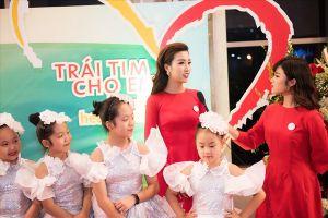 Hoa hậu Đỗ Mỹ Linh đẹp rạng ngời xuất hiện trong Gala 'Trái tim cho em'