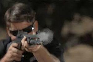 Cảnh sát Mỹ đấu súng, bắn gục nghi phạm giữa phố như phim hành động