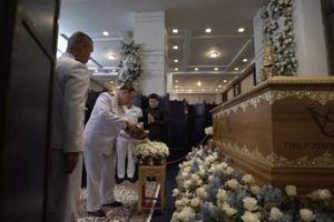 Xúc động hình ảnh tưởng niệm, tang lễ tỉ phú Thái Lan, cố chủ tịch Leicester City