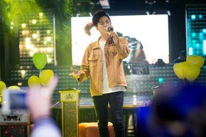 Ngô Kiến Huy một mình họp fan, không nói gì về tin đồn chia tay Khổng Tú Quỳnh