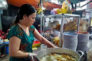 Người Sài Gòn ăn hủ tiếu chay Sa Đéc, ăn nhiều ít cũng chỉ 20.000 đồng