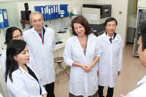 Pháp tích cực hỗ trợ Việt Nam trong phòng chống dịch bệnh nguy hiểm