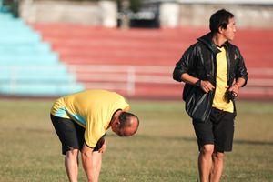 Đội tuyển Việt Nam 'cóng chân' với mặt sân tập ở Lào