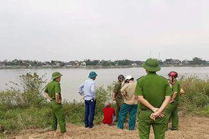 Phát hiện thi thể phụ nữ phân hủy trôi dạt trên sông La