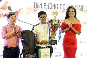 Nhà vô địch nhí của Tiền Phong Golf Championship trong mắt người thân