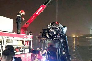 Bản tin 20H: Thông tin mới nhất vụ Mercedes lao xuống sông Hồng