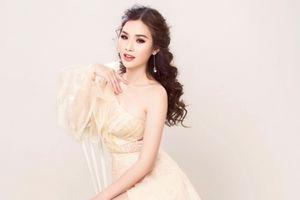 Á hậu Thanh Trang khoe dáng gợi cảm với váy dạ hội