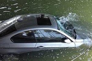 Ô tô rơi xuống nước, hãy nhớ 5 bước để tự cứu mình