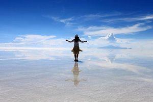 Ngắm cảnh đẹp 'siêu thực' ở cánh đồng muối lớn nhất thế giới Salar de Uyuni