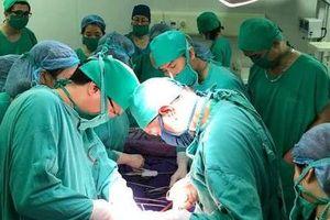 10 y bác sĩ thay nhau hiến máu cứu sản phụ qua cơn nguy kịch
