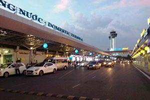 Hai tiếp viên hàng không lao vào đánh nhau khiến hành khách ngán ngẩm