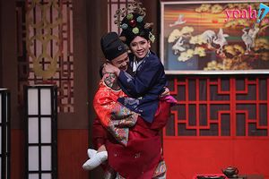 Dù đã có Hari Won nhưng Trấn Thành vẫn diện Hanbok đầy nữ tính, 'ôm ấp' thân mật với hoàng thượng Anh Tú
