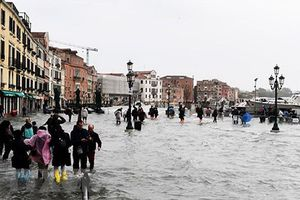 Ít nhất 30 người chết do bão, lũ lụt ở Italy