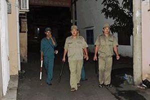 Bảo vệ dân phố người Cơ tu tận tâm với công tác an ninh