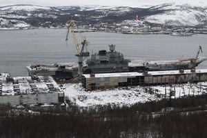 Tàu sân bay duy nhất của Nga lại 'nằm bờ' vì tai nạn