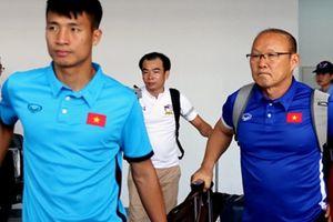 Đội tuyển Việt Nam có mặt tại Vientiane, làm quen với sân tập
