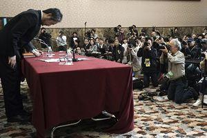 Bất ngờ với lý do nhà báo Nhật Bản trở về từ Syria cúi đầu xin lỗi