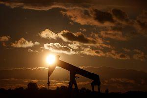 Giá dầu giảm bất chấp các lệnh trừng phạt Iran