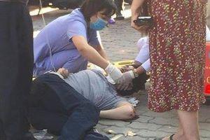Hà Nội: Nam thanh niên rơi từ tòa nhà cao tầng xuống đất