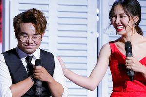 'Thần đồng âm nhạc' bé Châu bị chê hát Bolero thiếu cảm xúc