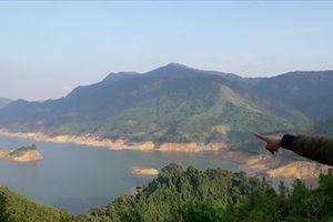 Ngôi làng cô độc 'bốn không' bên bờ hồ thủy điện A Vương