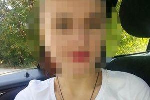 Nga: Đứng chờ xe buýt, cô gái bị bắt làm nô lệ tình dục suốt hai tháng