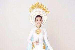 Ngắm trang phục dân tộc đẹp nền nã của Nguyễn Thúc Thùy Tiên