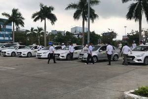 Hé lộ lý do taxi đồng loạt ngưng đón khách tại sân bay Đà Nẵng