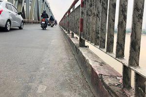 Sau vụ xe Mercedes lao sông Hồng: Phải hạn chế ôtô đi làn xe máy
