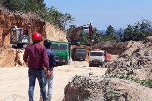 Gia Lai: Người xe rầm rập 'xẻ thịt' khu đồi trái phép