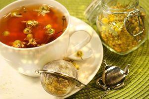 Cách pha trà hoa cúc, trà lá sen tốt cho người mắc bệnh huyết áp