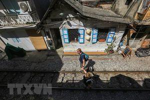 Những hình ảnh về phố đường tàu 'độc và lạ' giữa lòng Hà Nội