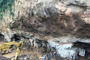 Vụ sập hầm vàng ở Hòa Bình: Phát hiện ô tô và máy xúc bị mắc kẹt