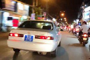 Bị phạt 15 triệu đồng vì lái xe biển xanh giả hú còi ầm ĩ