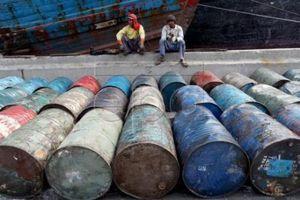 Thị trường dầu xoay trong vòng xoáy trừng phạt