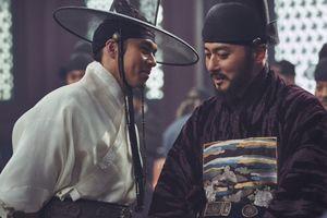 'Dạ quỷ': Ác nhân máu lạnh Jang Dong Gun '5 lần 7 lượt' lợi dụng xác sống hãm hại Hoàng tử Hyun Bin