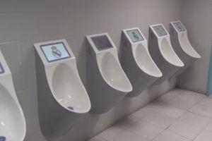 Real Madrid chơi sang khi lắp cả chục chiếc TV trong toilet nhưng chẳng ai biết để làm gì