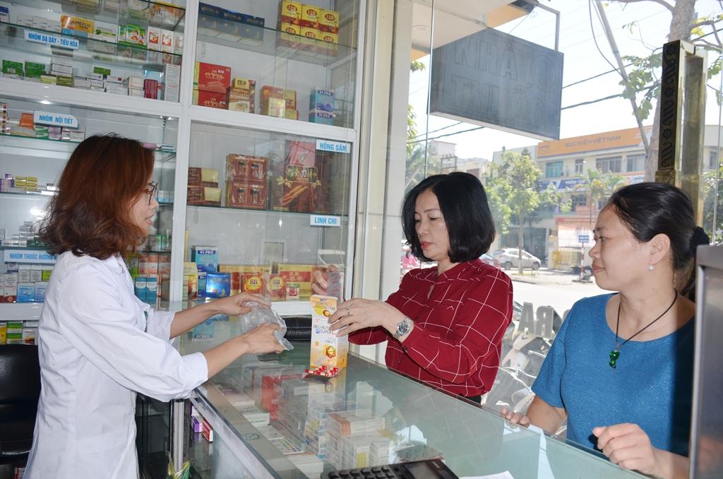 Siết chặt việc mua bán thuốc