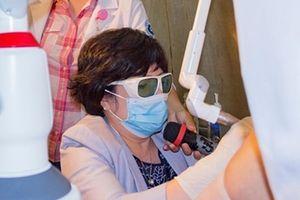 'Xóa tan' căn bệnh khó nói ở phụ nữ tuổi xế chiều bằng liệu pháp Laser