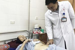 Khối u hơn 4kg trong bụng cụ bà 101 tuổi