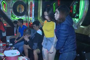 Khởi tố chủ quán karaoke chứa chấp, tàng trữ trái phép chất ma túy