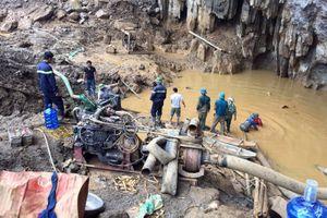 Ngày thứ 4 vụ sập hầm vàng ở Hòa Bình: 200 người chạy đua giải cứu 2 nạn nhân