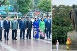 Lãnh đạo TP Hà Nội đặt hoa tưởng niệm V. I. Lê-nin