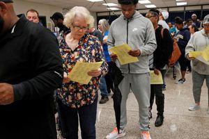 Bầu cử giữa kỳ Mỹ: Vừa đóng cửa phòng phiếu đã giằng co quyết liệt