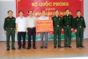 Bộ Quốc phòng trao thiết bị tặng Trung tâm điều dưỡng người có công tỉnh Quảng Trị