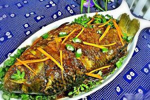 Lạ miệng với những món ngon từ 'cá chép ma' kỳ dị