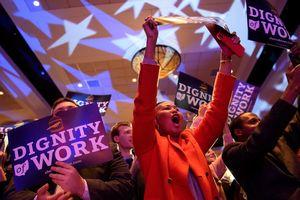 Phe Dân chủ giành quyền kiểm soát hạ viện, phe Cộng hòa giữ được thượng viện