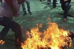 Tòa xử ly hôn, chồng đổ xăng đốt vợ