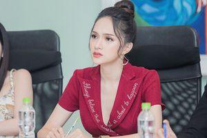 Hương Giang đẹp rực rỡ tìm người kế nhiệm đi thi Hoa hậu chuyển giới